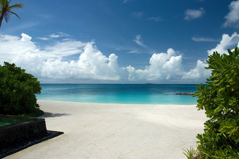 One-and-Only-Reethi-Rah-Maldives-private-beach