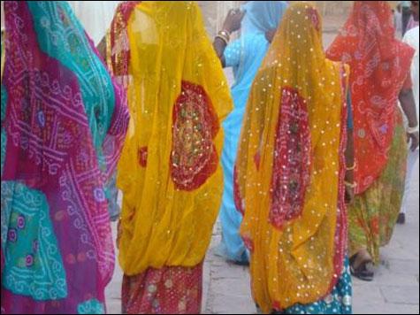Taj-Mahal-Women