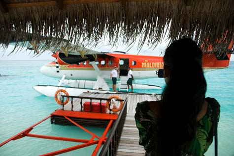 Maldives-boarding-the-seaplane