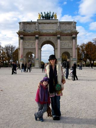Megan_and_Bronte_in_Paris