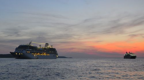 Azamara_Club_Cruises_anchored
