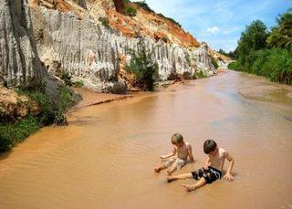 Stream-in-vietnam