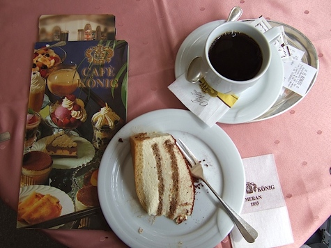 Cake_and_coffee