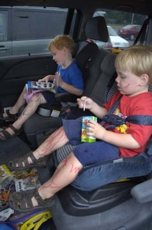 Inkstained_kids_in_car_2