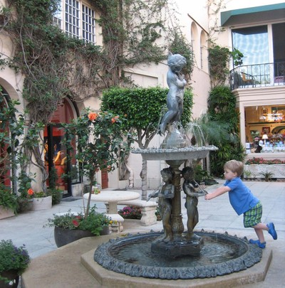Palm Beach courtyard and fountain