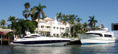 House and boats on Atlantic Intracoastal Waterway