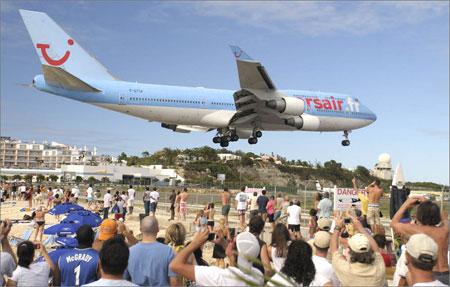 747_landing_at_sxm