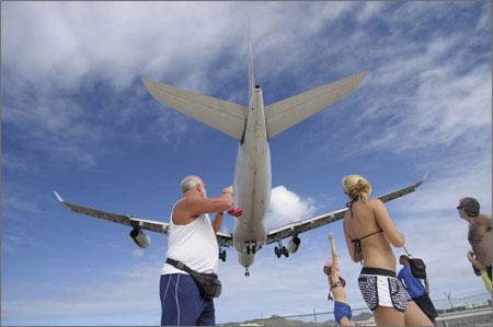 A340_landing_at_sxm_2
