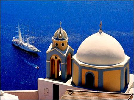 Wind_spirit_anchored_greece_2
